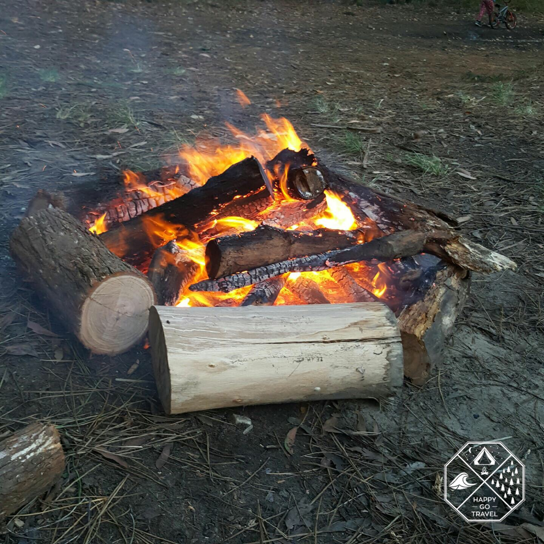 How to build a campfire | preheating logs