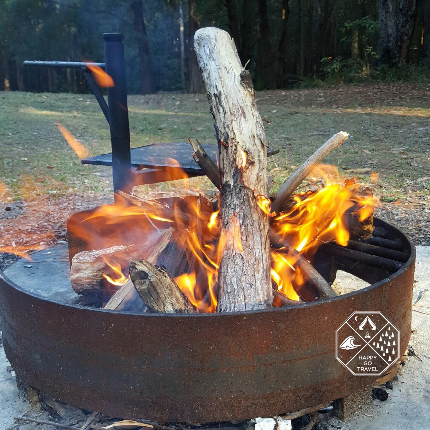How to build a campfire | smaller logs