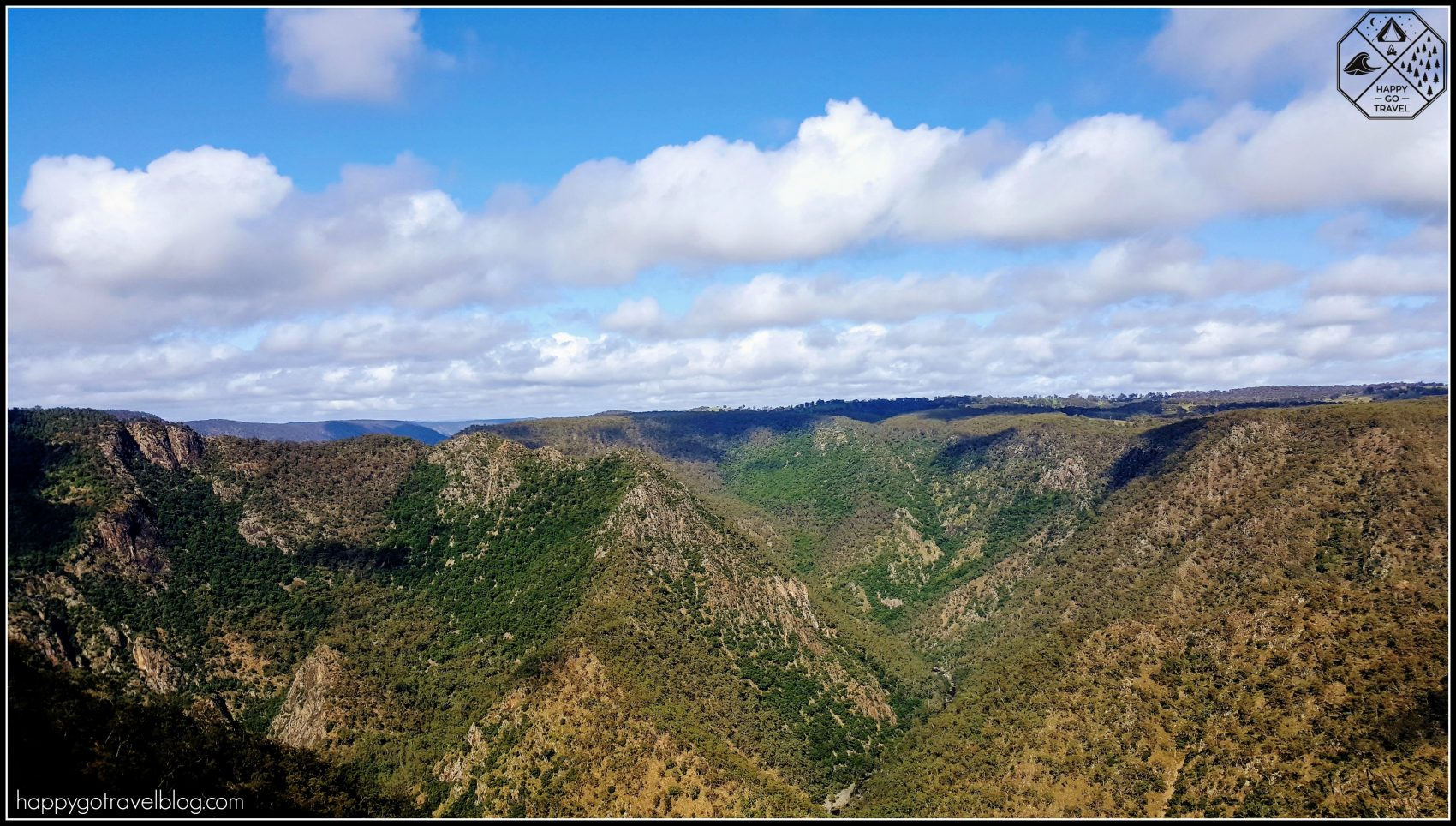 Wollomombi Falls National Park view at lookout
