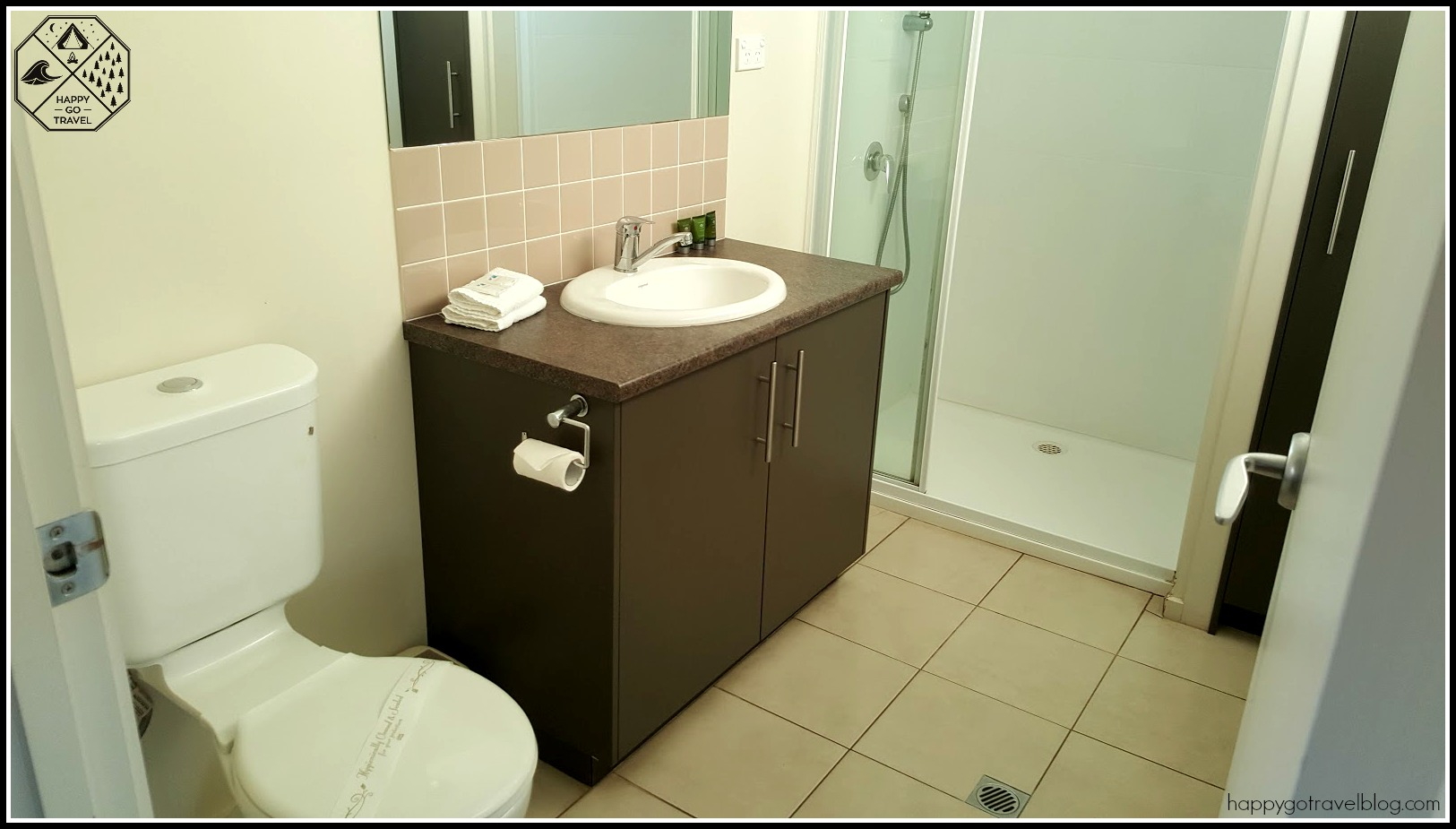 Discovery Holiday Parks Geelong deluxe cabin bathroom